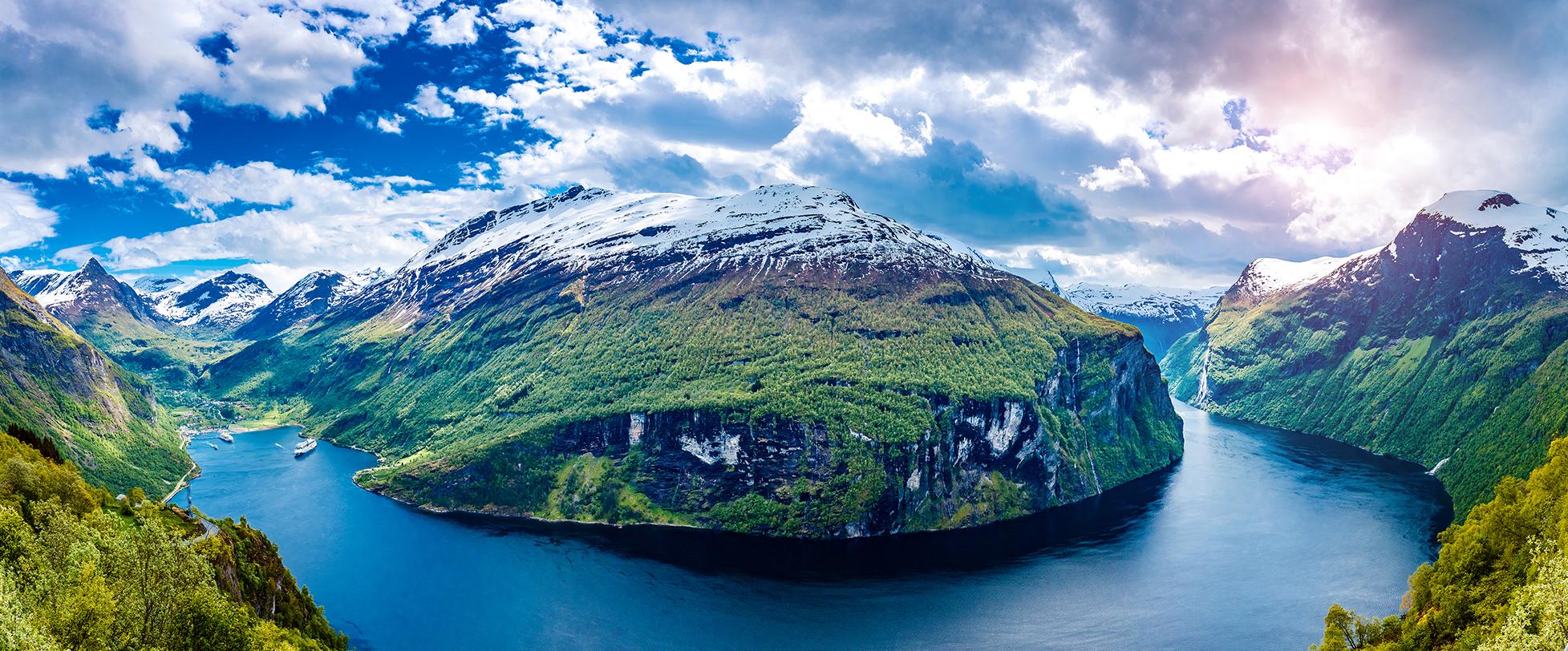 en panorama över norska fjorden